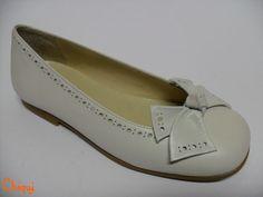 Francesita Piel Beige - Landos - zapato comunión niña - Hecho en España - Disponible desde el n.º 31 al 38. Pedidos a info@calzadoschiqui.net