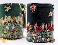 Telpiz Valentina (@telpiz_jewelry) • Фото и видео в Instagram Leather Embroidery, Embroidery On Clothes, Embroidery Bags, Beaded Embroidery, Couture Embellishment, Potli Bags, Do It Yourself Fashion, Diy Handbag, Fabric Beads