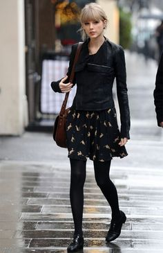 taylor-swift-street-style-vestido-verao-no-inverno-calca-sapato-oxford-como-usar