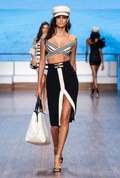 Elisabetta Franchi Milano - Spring Summer 2020 Ready-To-Wear - Shows - Vogue. Fashion 2020, Runway Fashion, High Fashion, Fashion Show, Womens Fashion, Fashion Tips, Mode Monochrome, Marine Look, Vetement Fashion