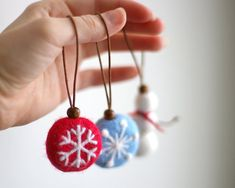 Set of 3 felt christmas ornaments - 2 Snowflakes and Snowman for christmas