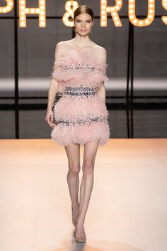 """Haute Couture Glamour: Ralph and Russo - Feminine, luxurious, with sparkles and feathers. this latest couture collection from Ralph and Russo is reminiscent of the """"Old Hollywood Glamour"""" days. Ralph & Russo, Spring Couture, Haute Couture Fashion, Couture Week, Fashion Show Collection, Couture Collection, Mode Rose, Runway Fashion, Fashion Trends"""