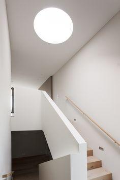 meier architekten – Objekt 317 #architektur #architekturschweiz #architekturzürich #architekturbüro #designhaus #interiordesign #design Meier, Bathtub, Stairs, Interiordesign, Bathroom, Home Decor, Architects, Detached House, Stairway