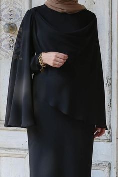 Cape Dress in Black Muslim Women Fashion, Islamic Fashion, Muslim Dress, Hijab Dress, Abaya Fashion, Fashion Dresses, Pakistani Formal Dresses, Mode Abaya, Hijab Fashion Inspiration