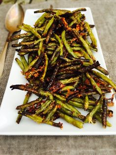 Bean fries with parmesan – delicious recipe for crispy bean fries – Oppskrifters Crispy Green Beans, Healthy Green Beans, Fried Green Beans, Food Inspiration, Vegan Vegetarian, Healthy Eating, Healthy Food, Lchf, Easy Meals
