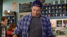 "Here's Every Single Flannel Shirt Worn By Luke Danes In ""Gilmore Girls"""