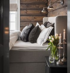 Cabin Chic, Winter Cabin, Modern Loft, Cabin Homes, Scandinavian Modern, Sweet Home, Cottage, Sofa, House Design