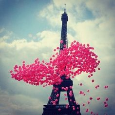 Balloons in front of the Eiffel Tower