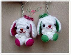 And how about these adorable puppies? Crochet Crafts, Crochet Toys, Crochet Projects, Free Crochet, Knit Crochet, Crochet Patterns Amigurumi, Amigurumi Doll, Knitting Patterns, Cool Keychains