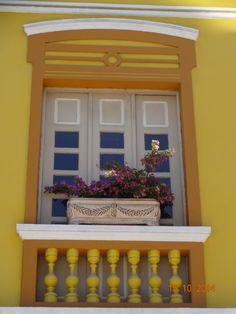Janela laranja. Orange color window. Fortaleza - Brasil.