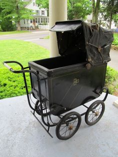 Old Spooky Halloween Antique Baby Carriage Buggy Vintage Goth Steampunk Vintage Stroller, Vintage Pram, Vintage Goth, Pram Stroller, Baby Strollers, Carriage Bed, Gothic Baby, Prams And Pushchairs, Baby Buggy