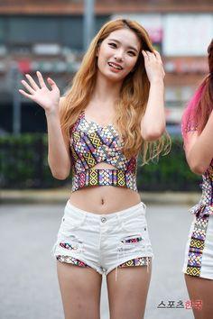 160919 Matilda :: Saebyul(새별) Belly Belly, Japan Street, Korean Girl Groups, Divine Feminine, Matilda, Kpop Girls, Asian Beauty, Asian Girl, Idol
