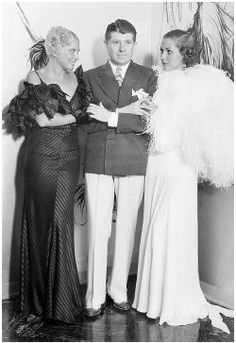 Travis Banton was the chief designer at Paramount Pictures. He is considered one of the most important Hollywood costume designers, one of the most powerful dictator for fashion of the Mae West, Carole Lombard, Hooray For Hollywood, Hollywood Stars, Marlene Dietrich, Orry Kelly, Glamorous Evening Gowns, Star Costume, Hollywood Costume