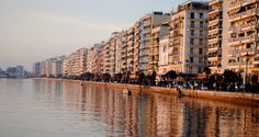 When should you visit Thessaloniki? Keep on reading to find out why spring is the best season to visit Thessaloniki, Greece! Best Seasons, Greece Holiday, Like A Local, Thessaloniki, Archaeological Site, During The Summer, Beautiful Islands, Greek Islands, Historical Sites