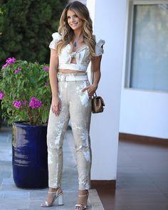 Match do dia com a LINDA @arianecanovas e nosso conjuntinho de folhagens. Super clean, chic e atemporal ! 😍✨|| DISPONÍVEL NAS LOJAS FÍSICAS || #karmaniwoman | #karmanioficial | #lookdodia | #look | #modafeminina Trendy Summer Outfits, Casual Outfits, Cute Outfits, Fashion Wear, Fashion Dresses, Womens Fashion, Business Outfits, Business Fashion, Western Formal Wear