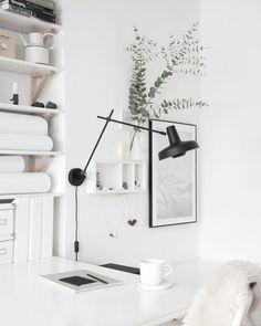 #workspace / clean, minimal, monochrome