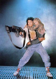 """Lieutenant Ellen Ripley """"Sigourney Weaver"""" And Rebecca """"Newt"""" Jorden """"Carrie Henn"""" Aliens (1986)"""