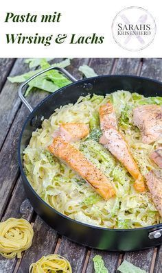 Pasta mit Wirsing und Lachsfilet // Pasta with Savoy Cabbage and Salmon Salmon Recipes, Veggie Recipes, Pasta Recipes, Great Recipes, Healthy Recipes, Clean Eating, Healthy Eating, How To Cook Fish, Fish And Seafood