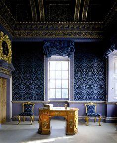 Feeling blue. Chiswick House, London.