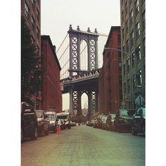 Classic DUMBO #brooklyn #nyc #bridge #mexturesapp www.dumbolifeandstyle.com