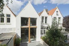 Owners of a row house built in 1900 reached out to Ruud Visser Architecten to design a modern extension on the back that resembled their neighbors. Dezeen Architecture, Architecture Today, Contemporary Architecture, Dutch House, Floating House, Architect House, House Extensions, House Built, Beautiful Buildings