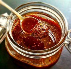 La salsa Cajún se elabora con una mezcla de especias, es un ingrediente básico para las famosas patatas Cajún. Te contamos como hacerla.