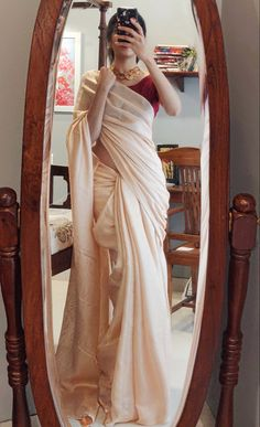 Indian Fashion Dresses, Dress Indian Style, Indian Designer Outfits, Indian Outfits, Indian Designers, Indian Wear, Fashion Clothes, Simple Sarees, Trendy Sarees