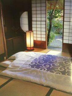 Cool Japanese Home Decor Design For Your Home Inspiration Korean Bedroom, Japanese Style Bedroom, Japanese Style House, Traditional Japanese House, Japanese Interior Design, Japanese Home Decor, Asian Home Decor, Japanese Decoration, Japanese Homes