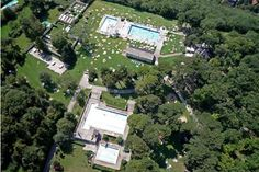 10 – Krapfenwaldlbad, Viena, Áustria  O complexo não tem apenas uma, mas quatro piscinas aquecidas, rodeadas por uma área verde. Elas ficam abertas entre maio e setembro. Há ainda restaurante, bar e parque infantil.