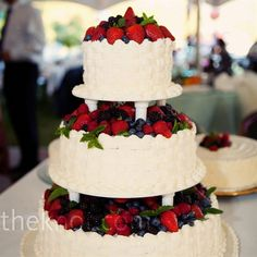 Uncle Sam would be the first in line to eat these red, white and blue sweets. > See 1,000+ pretty wedding cake photos > 12 fun Fourth of July-inspired wedding ideas