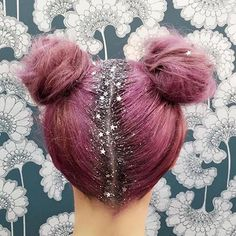 Who likes glitter roots?! I have mixed feelings about it...  (pic from…