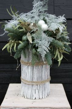 Nordic Christmas, Christmas Is Coming, Christmas 2016, Christmas Home, Xmas, Outer Space Theme, Christmas Flower Arrangements, Christmas Decorations, Table Decorations