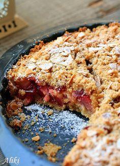 (in Croatian) Great Desserts, Homemade Desserts, Best Dessert Recipes, Dessert Ideas, Plum Crumble, Plum Pie, Cherry Recipes, Croatian Recipes, Pie Cake