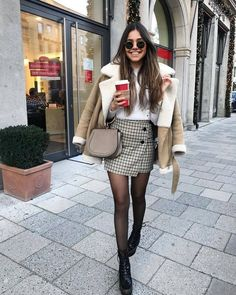 Winter Street Style Outfits To Keep You Stylish and Warm winter fashion Winter Street Style Outfits To Keep You Stylish and Warm Winter Fashion Outfits, Fall Winter Outfits, Look Fashion, Autumn Fashion, Winter Outfits With Skirts, Mini Skirt Outfit Winter, Look Winter, Womens Fashion, 2016 Winter