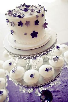 Love the idea of a small cake with cupcakes, less messy and easier for guests to take some home