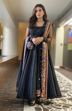 Simple Pakistani Dresses, Indian Gowns Dresses, Indian Fashion Dresses, Pakistani Dress Design, Indian Designer Outfits, Pakistani Mehndi Dress, Indian Dresses For Women, Casual Indian Fashion, Pakistani Fashion Party Wear