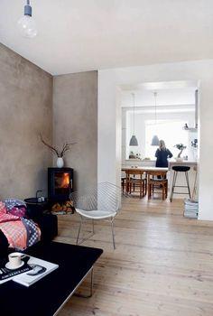 Dansk design kombineret med japanske og norske ting giver Tonje og Christians stramt indrettede lejlighed liv og lækkerhed. De elsker orden, så boligen er fyldt med funktionelle løsninger.