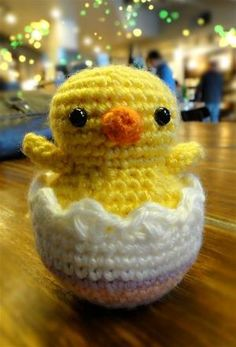 Hatching Easter Chick Amigurumi - FREE Crochet Pattern / Tutorial by Ruth Reyna
