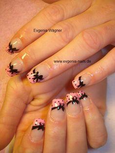 Frech rosa mit Punkten und Schleife