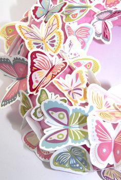 FREE printable butterfly wreath (butterflies to use for a birthday deco)