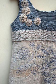 Mandy Pattullo. Este vestido también es de esta diseñadora textil, que dibuja sobre la tela, borda, juega con patchwork y todo con muy buen gusto.