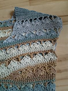 The original stitches did not work for my cotton project, no matter what, so I ended up with a no 5 hook and this hybrid: 4 rows of sc instead of 2 of dc and clusters. I also altered the ne. Knitting Projects, Crochet Projects, Knitting Patterns, Crochet Patterns, Freeform Crochet, Crochet Stitches, Crochet Blouse, Knit Crochet, Crochet Cross
