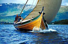 Fornøyde båtbyggere i full fart.