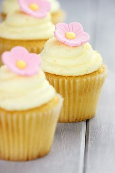 bulk recipe too! Make your own additive-free homemade cake mix! Whip up cakes and cupcakes in minutes, just like a boxed mix. Lemon Cupcakes, Yummy Cupcakes, Frost Cupcakes, Cupcake Recipes, Cupcake Cakes, Dessert Recipes, Cupcake Frosting, Cupcake Ideas, Lemon Recipes