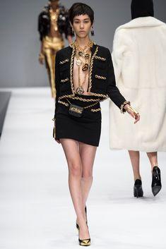 Moschino Fall 2014 Ready-to-Wear Fashion Show - Kiko Mizuhara