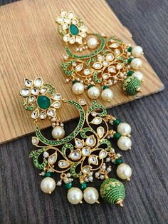 Black And Silver Earrings Indian Jewelry Earrings, Jewelry Design Earrings, Gold Earrings Designs, Ear Jewelry, Antique Earrings, Antique Jewellery Designs, Fancy Jewellery, Trendy Jewelry, Chandelier Earrings
