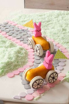 Easter recipes: How to make Bunny Cars (Easter Sweet Recipes) Easter Appetizers, Easter Dinner Recipes, Easter Brunch, Holiday Treats, Holiday Fun, Holiday Recipes, Keto, Marshmallow Peeps, Easter Holidays