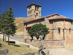 Colegiata de Santa Cruz, Castañeda, Cantabria - Socobio, municipio de Castañeda, Valle del Pisueña (resultado de búsqueda para 'Cantabria') | fotoviajero.com