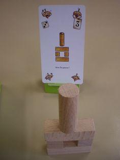 Travailler la logique et l'espace en maternelle avec le jeu des rondins de bois - Intellego.fr Motor Activities, Activities For Kids, Petite Section, Reggio Emilia, Kindergarten Math, Montessori, Lego, Place Card Holders, Reproduction