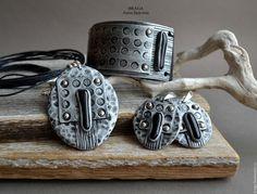 Купить Комплект из полимерной глины с черным стеклом. - серебряный, комплект полимерная глина, браслет на коже